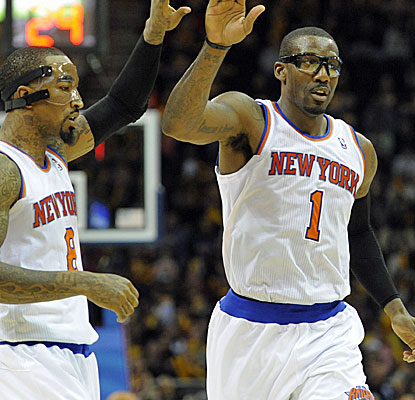 Amar'e Stoudemire turns back the clock a little bit as the Knicks try to keep their slim playoff hopes alive.  (USATSI)