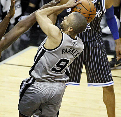 Tony Parker scores 30 points to go with Manu Ginobili's 24 as the Spurs win their sixth straight.  (USATSI)