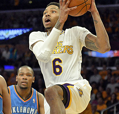 Kent Bazemore continues to take advantage of his minutes with the Lakers, scoring huge buckets down the stretch.  (USATSI)