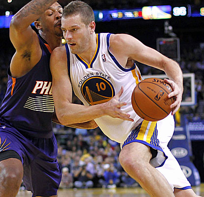 David Lee posts 26 points and nine rebounds as the Warriors improve to 9-2 since the All-Star break.  (USATSI)