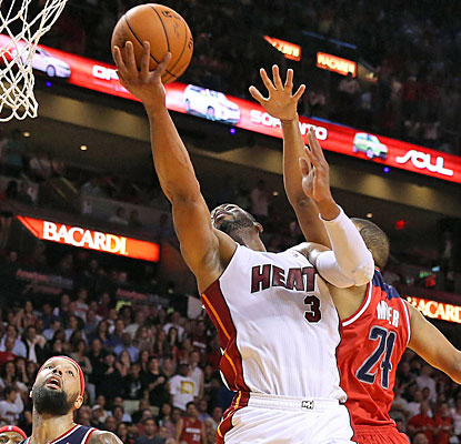 The Heat ride the hot hand of Dwyane Wade, who scores 13 of his 22 points in the fourth quarter. (USATSI)