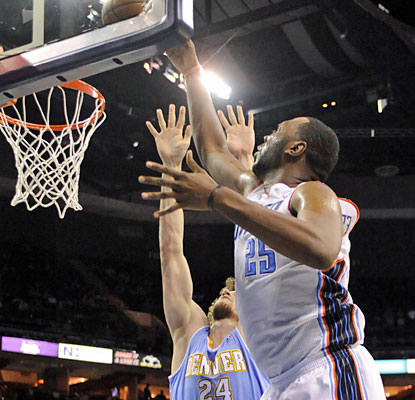Al Jefferson has his way against the Nuggets. The Bobcats' big man finishes with 26 points and a game-high 13 boards. (USATSI)