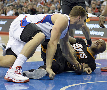 Blake Griffin and P.J. Tucker go at it in the fourth, resulting in Tucker's ejection for throwing a punch. (USATSI)
