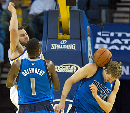 Andrew Bogut and the surging Warriors make things difficult for Dirk Nowitzki and the Mavericks. (USATSI)