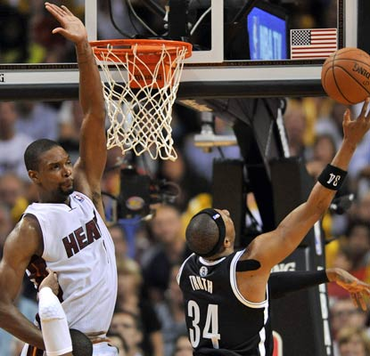 Paul Pierce scores 17 of his 29 points in the third quarter to keep the Nets perfect against the Heat this season.  (USATSI)