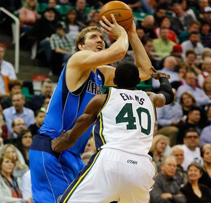 Dirk Nowitzki nets 31 and moves into 12th place on the all-time scoring list with 26,395 points.  (USATSI)