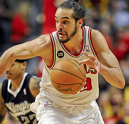 Joakim Noah continues his recent run of brilliant play, posting 23 points and 11 boards in a Bulls victory.  (USATSI)