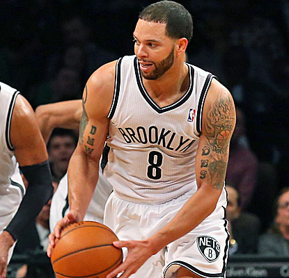 Deron Williams looks like his old self, scoring 28 points as the surging Nets win their ninth straight at home.  (USATSI)