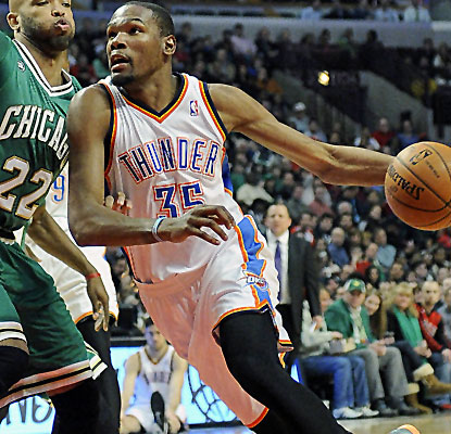 Kevin Durant posts 35 points, and the Thunder rebound from a lopsided loss to take down the Bulls.  (USATSI)