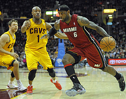 LeBron James drops 25 points in the first quarter, finishing with 43 in the Heat's win over Cleveland. (USATSI)