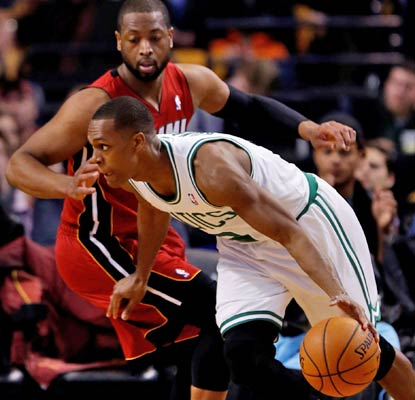 Rajon Rondo fills up the stat sheet with 9 points, 15 assists and 10 rebounds as the Celtics get by the Heat in Boston.  (USATSI)