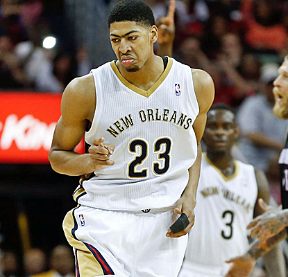 Anthony Davis posts 30 points and 11 boards as New Orleans sends Miami to its seventh loss in 11 games.  (USATSI)