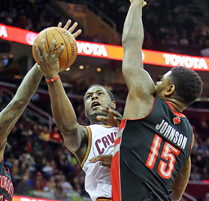 Dion Waiters leads the Cavs with 24 points as they manage to snap a five-game skid at home. (USATSI)