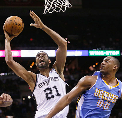 Veteran Tim Duncan torments Denver with 29 points to go along with 13 rebounds and five assists. (USATSI)