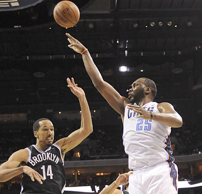 Al Jefferson continues to lift the Bobcats. The big man finishes with 35 points in the overtime win. (USATSI)