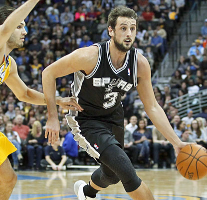 Marco Belinelli scores a team-high 27 for the Spurs, who are one win away from tying a team-record 17 straight wins. (USATSI)