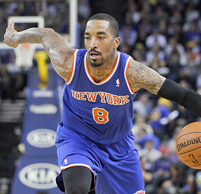 JR Smith, who leads all Knicks with 21 points, helps them move a game behind the ninth seed for the East's final playoff spot.  (USATSI)