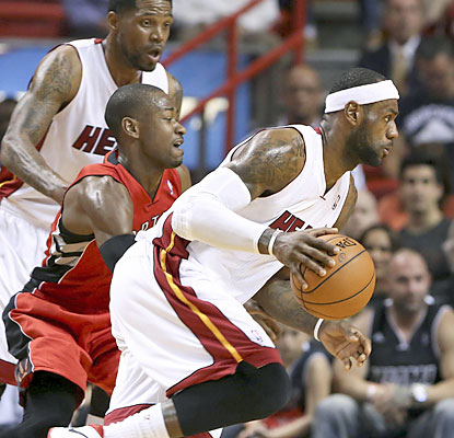 LeBron (32 points, 8 assists, 7 boards) helps the surging Heat beat the Raptors for the 15th consecutive time. (USATSI)