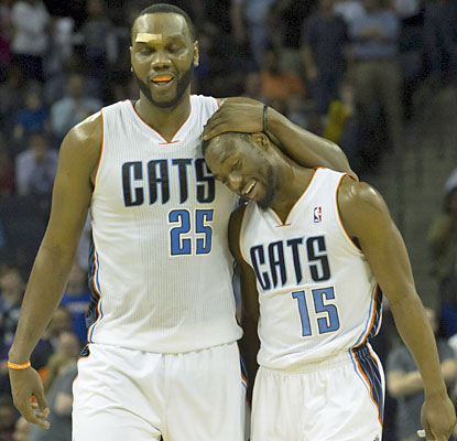 Al Jefferson (left) shakes off an injury above his right eye and finishes with 19 points and 11 rebounds. (USATSI)