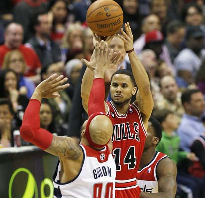D.J. Augustin hits six 3-pointers and goes for 25 points as the Bulls roll to their fifth straight victory.  (USATSI)
