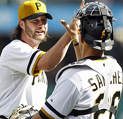 Jason Grilli throws a scoreless ninth inning to pick up his first save of the season for the Pirates.  (USATSI)