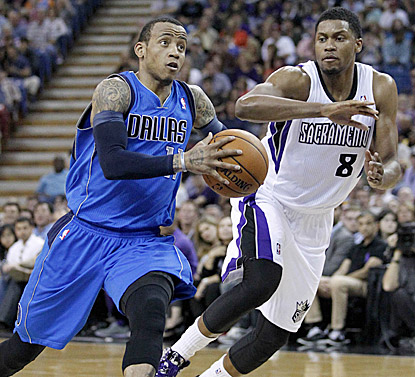 Monta Ellis, shown eluding Rudy Gay in the first half, comes through down the stretch for Dallas, which extends its April push. (USATSI)