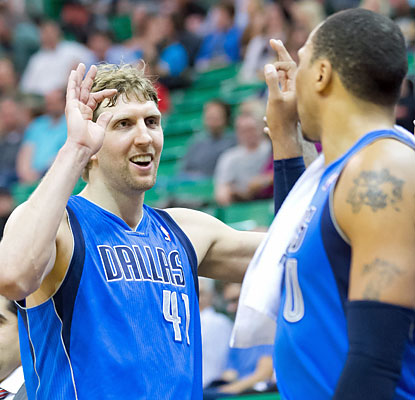 Dirk Nowtizki scores 21 points to move up to No. 10 on the all-time NBA scoring list with 26,714 points. (USATSI)