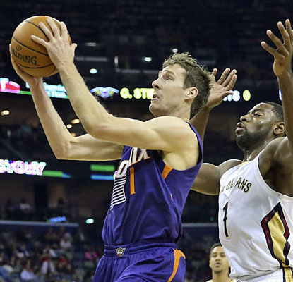 Goran Dragic puts up 20 points and nine dimes to help the Suns hang on to eighth place in the Western Conference. (USATSI)