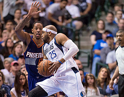 Vince Carter and the Mavericks are headed back to the postseason after Dallas knocks off Phoenix. (USATSI)