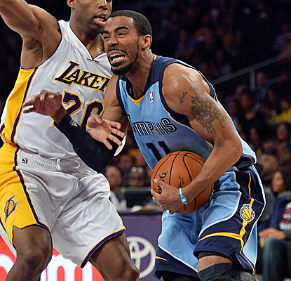 Mike Conley and the Grizzlies continue to cling to the No. 8 seed with a victory over the Lakers.  (USATSI)