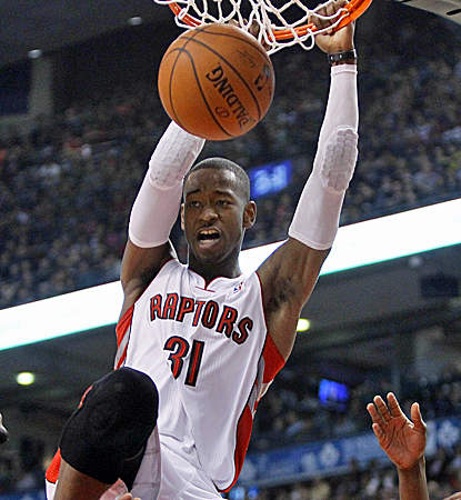 Terrence Ross finishes a dunk during the Raptors' win as Toronto inches closer to the No. 3 seed.  (USATSI)