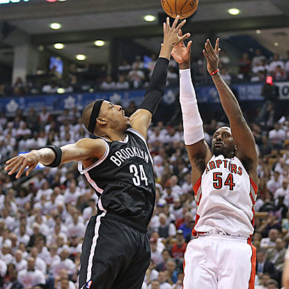 Paul Pierce (left) comes up big for the Nets in the fourth quarter, scoring nine of his 15 points in the period. (USATSI)
