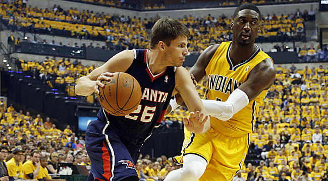 Hawks blast top-seeded Pacers in Game 1