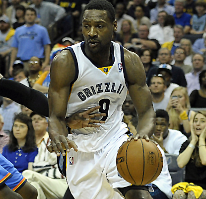 Tony Allen scores 16 points, including some huge buckets, and the Grizzlies take a 2-1 lead over the Thunder.  (USATSI)