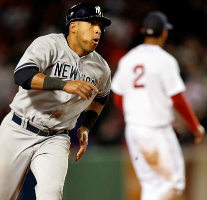 Yangervis Solarte does plenty of damage for the Yankees, who take 2 of 3 games at Fenway Park.  (USATSI)