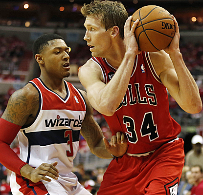 Mike Dunleavy gives the Bulls the scoring they've so desperately needed, finishing with 35 points.  (USATSI)