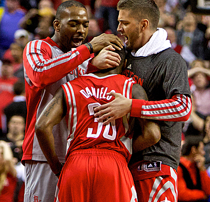 Troy Daniels is mobbed by his teammates after hitting the game-winning 3-pointer in the closing seconds of OT.  (USATSI)
