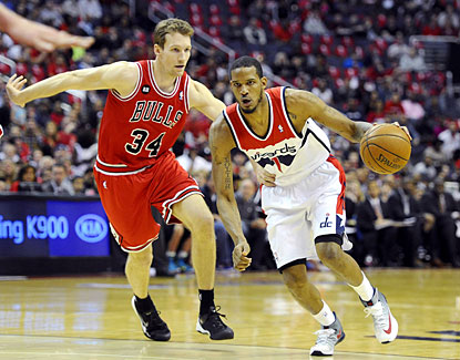 Trevor Ariza drives past Chicago's Mike Dunleavy during his 30-point outburst to help the Wizards take a 3-1 series lead. (USATSI)