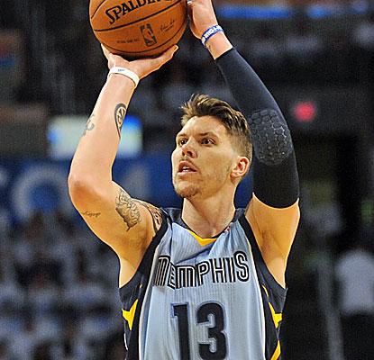 Mike Miller is good at hurting the Thunder. The sharpshooter knocks down five 3s to help Memphis prevail. (USATSI)