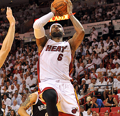 LeBron James scores 22 points as the Heat tie a franchise record with their 8th straight playoff win.  (USATSI)