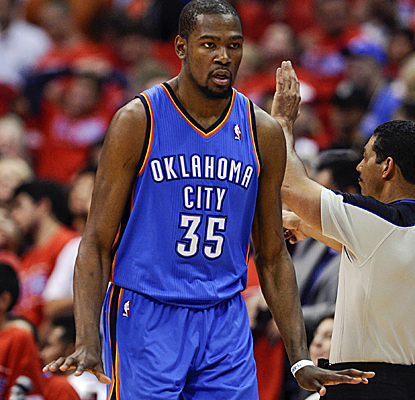 Kevin Durant scores 36 points, including some huge buckets late, as the Thunder go up 2-1 on the Clippers.  (USATSI)