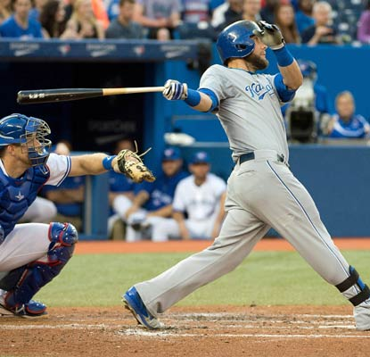 Alex Gordon goes deep and reaches base three time as the Royals continue to cool down the Blue Jays.  (USATSI)