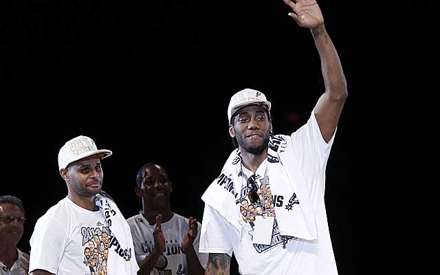 Finals MVP Kawhi Leonard and sharpshooter Patty Milles celebrate with Spurs fans.    (Getty Images)