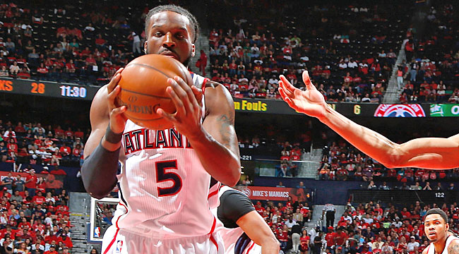 Hawks beat Wall-less Wizards, even up series