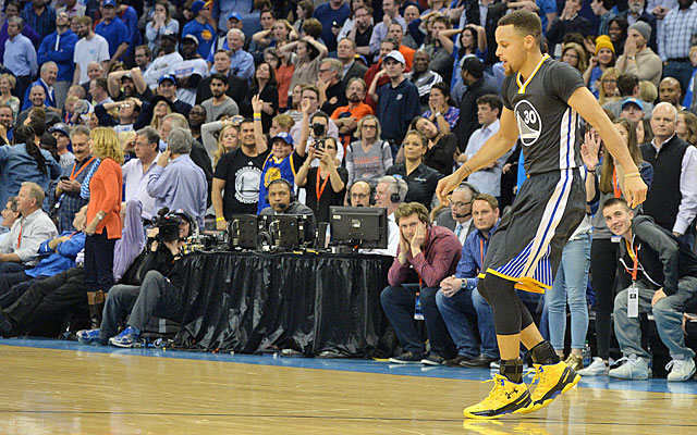 Stephen Curry does some celebrating after his 12th and final 3-pointer of the night. (USATSI)