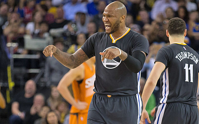 Mo Speights plays a big role in the Warriors' victory over the Suns. (USATSI)