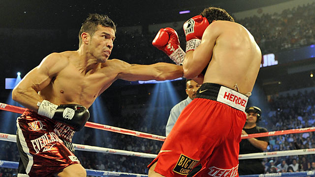 Martinez (left) does more than enough to hand Chavez (46-1-1) his first career loss. (Getty Images)