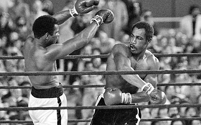 Ken Norton narrowly lost to Muhammad Ali in 1976 at Yankee Stadium. (Getty Images)