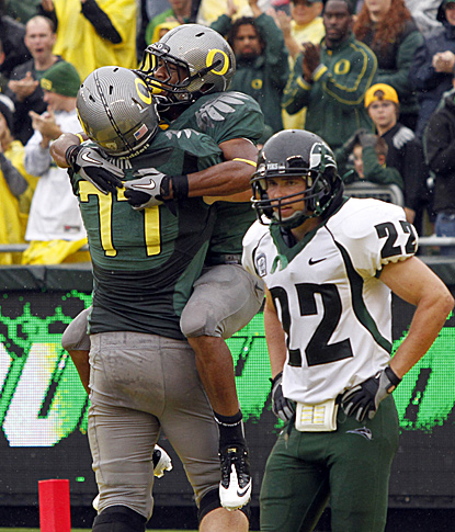 Oregon's LaMichael James celebrates with Carson York as Portland State's Nathan Snow watches.  (AP)