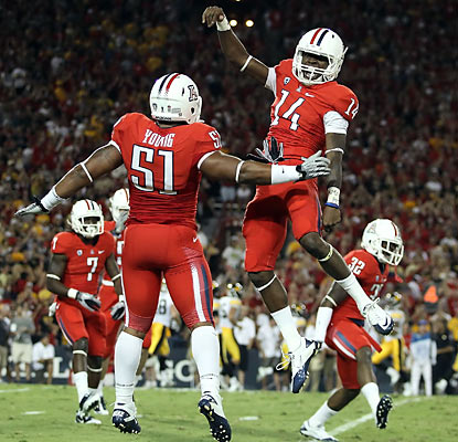 The Wildcats, who rejoice following a blocked punt in the first quarter, move to 3-0 for the first time in nine seasons.  (Getty Images)
